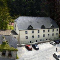 Hotel Les Jardins De La Molignée парковка