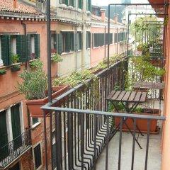 Отель Alloggi Agli Artisti Италия, Венеция - 1 отзыв об отеле, цены и фото номеров - забронировать отель Alloggi Agli Artisti онлайн балкон
