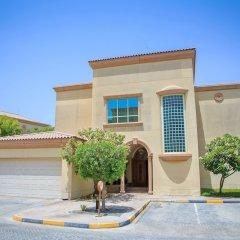 Al Raha Beach Hotel Villas парковка