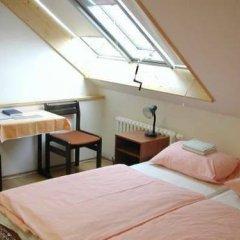 Отель Church Pension Praha - Husuv Dum комната для гостей фото 3