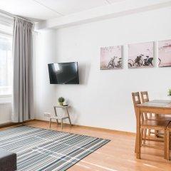 Отель Hiisi Homes Vantaa Sauna Airport Финляндия, Вантаа - отзывы, цены и фото номеров - забронировать отель Hiisi Homes Vantaa Sauna Airport онлайн комната для гостей фото 2