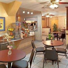 Отель Travelodge Hotel at LAX США, Лос-Анджелес - отзывы, цены и фото номеров - забронировать отель Travelodge Hotel at LAX онлайн питание фото 2