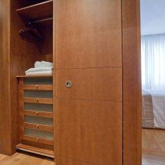Отель Aparthotel Recoletos Мадрид сейф в номере