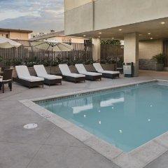 Отель Hampton Inn & Suites Los Angeles/Hollywood США, Лос-Анджелес - 8 отзывов об отеле, цены и фото номеров - забронировать отель Hampton Inn & Suites Los Angeles/Hollywood онлайн бассейн фото 3