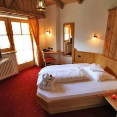 Hotel Garni San Nicolò Долина Валь-ди-Фасса сейф в номере