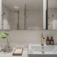 Отель At Six ванная фото 2