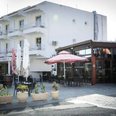 Antonis G. Hotel Apartments бассейн