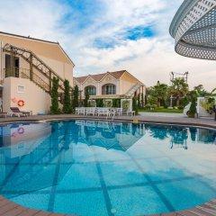 Отель LK Majestic Villa бассейн