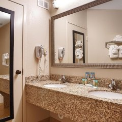 Отель Best Western Oceanfront - New Smyrna Beach ванная