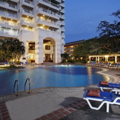 Отель Waterfront Suites Phuket by Centara бассейн