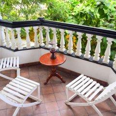 Отель Blue Swan Inn балкон