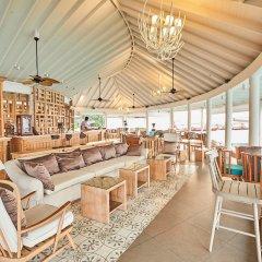 Отель Centara Grand Island Resort & Spa Maldives All Inclusive гостиничный бар