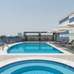 Coral Dubai Deira Hotel бассейн