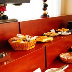 Отель Joyful star Hotel Pu Dong Airport WanXia Китай, Шанхай - 1 отзыв об отеле, цены и фото номеров - забронировать отель Joyful star Hotel Pu Dong Airport WanXia онлайн питание фото 3