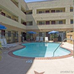 Отель Travelodge Chatsworth США, Лос-Анджелес - отзывы, цены и фото номеров - забронировать отель Travelodge Chatsworth онлайн бассейн фото 2
