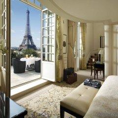 Shangri-La Hotel Paris Париж комната для гостей фото 4