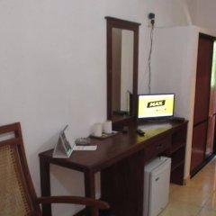 Отель Larns Villa сейф в номере
