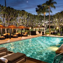 Отель DoubleTree by Hilton Carson бассейн