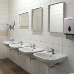 Отель Hostel Boudnik Чехия, Прага - 1 отзыв об отеле, цены и фото номеров - забронировать отель Hostel Boudnik онлайн ванная фото 2