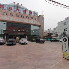 Yiyuan Hotel парковка