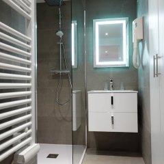 Отель Nice Booking - Domes - Piscine Terrasse ванная