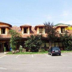 Отель Conjunto Hotelero La Pasera Кангас-де-Онис парковка