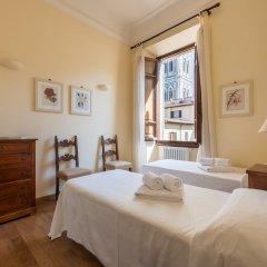 Отель Charming 2bed Apt Overlooking Duomo Италия, Флоренция - отзывы, цены и фото номеров - забронировать отель Charming 2bed Apt Overlooking Duomo онлайн комната для гостей фото 2