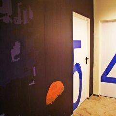 Moon Hostel сейф в номере