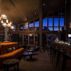 Отель HUUS Gstaad Швейцария, Занен - отзывы, цены и фото номеров - забронировать отель HUUS Gstaad онлайн гостиничный бар