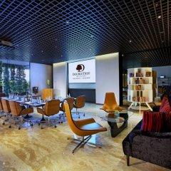 Отель Doubletree By Hilton Sukhumvit Бангкок интерьер отеля