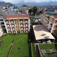 Отель Alpine Hotel & Apartment Непал, Катманду - отзывы, цены и фото номеров - забронировать отель Alpine Hotel & Apartment онлайн балкон
