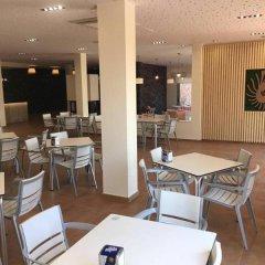 Отель Devesa Gardens Camping & Resort гостиничный бар