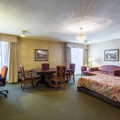 Отель Clarion Inn and Summit Center комната для гостей фото 5