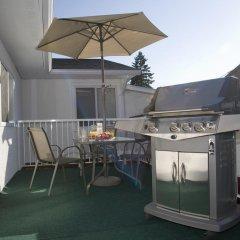 Отель Serenity Bed and Breakfast Канада, Бурнаби - отзывы, цены и фото номеров - забронировать отель Serenity Bed and Breakfast онлайн балкон