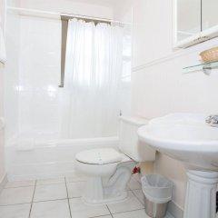 Отель The Buchan Hotel Канада, Ванкувер - отзывы, цены и фото номеров - забронировать отель The Buchan Hotel онлайн ванная