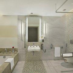 Отель Hilton Capital Grand Abu Dhabi ванная фото 2