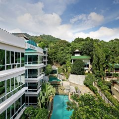 Отель Karon View Royal Lotus бассейн