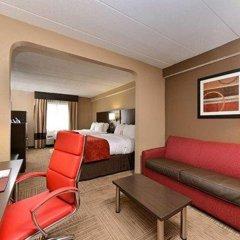 Отель Comfort Suites East комната для гостей