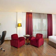 Отель Crowne Plaza Madrid Airport комната для гостей
