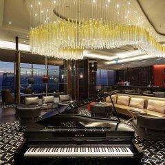 Hilton Istanbul Bomonti Hotel & Conference Center интерьер отеля фото 3