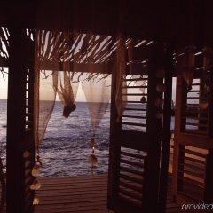 Отель Jakes Hotel Ямайка, Треже-Бич - отзывы, цены и фото номеров - забронировать отель Jakes Hotel онлайн пляж