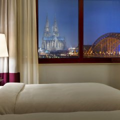 Отель Hyatt Regency Köln Германия, Кёльн - 1 отзыв об отеле, цены и фото номеров - забронировать отель Hyatt Regency Köln онлайн комната для гостей фото 3