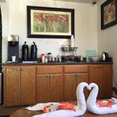 Отель 99 Palms Inn & Suites питание