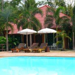 Отель Green View Village Resort бассейн