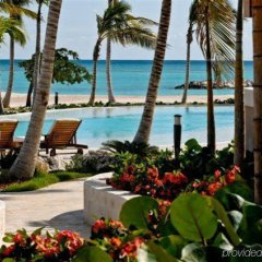 Отель Aquamarina Luxury Residences пляж