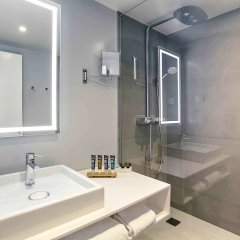 Отель Novotel Poznan Centrum Познань ванная фото 2