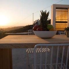 Отель Horizon Mills Villas & Suites Греция, Остров Санторини - отзывы, цены и фото номеров - забронировать отель Horizon Mills Villas & Suites онлайн балкон
