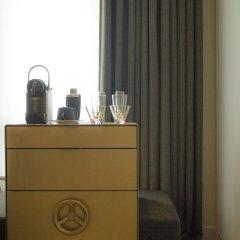 Отель W Amsterdam сейф в номере