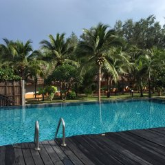 Отель Lawana Escape Beach Resort бассейн