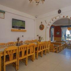Отель OYO 256 Mount Princess Hotel Непал, Катманду - отзывы, цены и фото номеров - забронировать отель OYO 256 Mount Princess Hotel онлайн питание фото 3